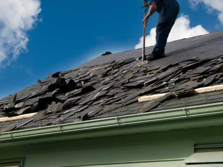 Hiring a Professional Contractor to Repair Leaks and Roof Repairs